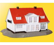 модель Kibri 38332 Деревенский дом Cloppenburg. Размер 18 x 13 x 9 см. Набор для сборки.