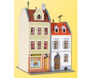 модель Kibri 38384 Postplatz Townhouse -- 13.5 x 12 x 19.4 см. Набор для сборки.