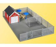 модель Kibri 38660 Garden House w/Silver Chain Link Fence. Размер 20 x 12 x 5 см. Набор для сборки.
