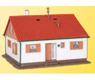 модель Kibri 38721 Дом для одной семьи Untere Aue. Размер   10.5 x 9.5 x 7 см. Набор для сборки.