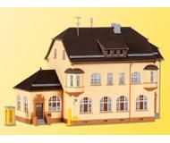 модель Kibri 38734 Post Office in Munderkingen. Размер 23.5 x 11 x 18 см. Набор для сборки.
