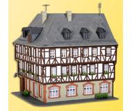 модель Kibri 38904 Half timbered Corner House -- 15 x 13.5 x 16 см. Набор для сборки.