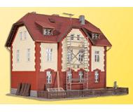модель Kibri 39315 Railway Station with Next Door Building -- 17.5 x 14 x 13.5cm, 13 x 6 x 7 см. Набор для сборки.