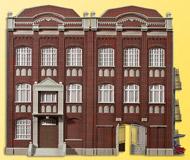модель Kibri 39848 Government Building with Workshop. Размер   27 x 15 x 22 см. Набор для сборки.