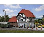 модель Kibri 49517 Osterheide Train Station w/Floor-Moount LED Lighting -- Kit. Размер 19 x 14 x 16 см. Набор для сборки.