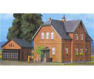 модель Kibri 8192 Загородный дом с хозблоком 16,5х13х11,5/11х6х7 см