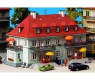 модель Kibri 8359 Городской дом с балконами, 22х14х15  см. Набор для сборки.