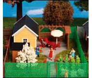 модель Kibri 8659 Дачный домик с зелёным забором, 20х12х5  см. Набор для сборки.