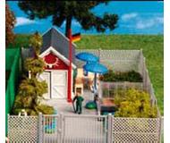 модель Kibri 8660 Дачный домик с серым забором, 20х12х5  см. Набор для сборки.