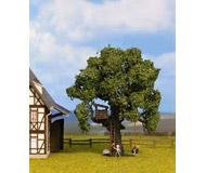 модель Noch 21768 Дуб, высота 16 см, детский дом на дереве, шина-качели, фигурки детей 2 шт.