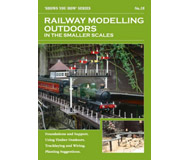 """модель Peco SYH2-18 Брошюра из серии """"Shows you how"""". Выпуск 18. """"Railway Modelling Outdoors in the Smaller Scales."""" (Железнодорожное моделирование на открытом воздухе в маленьких масштабах). На английском языке."""