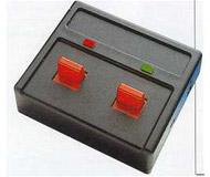 модель Roco 10525 Переключатель с индикаторами для управления светофорами. 2 переключателя, к каждому может быть присоединён, например, двухсигнальный светофор ROCO 40020