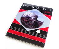 модель Horston 14693-85 Комиссионная модель. Книга LEHIGH VALLEY - 3 (Дорога Lehigh Valle, часть 3). Автор Jeremy F.Plant & Richard T.Steinbrenner. Описание в оригинале: <i>A chronological look back at the Lehigh Valley from the 1940s to Conrail - all in beautiful color! See streamlined steam, FTs in pusher service, PAs in passenger service, much more!</i>  Твердый переплет, 128 страниц. Издатель: Morning Sun Books; 1999г. ISBN-10: 1582480133. На английском языке. Книга новая, запечатана. Фотография сделана с продаваемой книги.