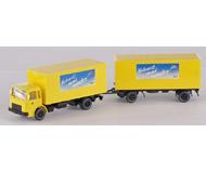 модель Железнодорожные модели 15611-54 Почтовый грузовик MAN с прицепом. Производство Wiking. Артикул по каталогу Wiking 25 551. Состояние новой модели, коробочного хранения. В родной упаковке. Фотография выполнена с продаваемой модели.