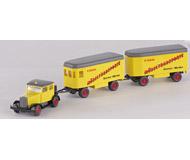 модель Железнодорожный Моделизм 15632-54 Hanomag с двумя деревянными прицепами-вагончиками. Производство Wiking. Артикул по каталогу Wiking 29 851. Состояние новой модели, коробочного хранения. В родной упаковке. Фотография выполнена с продаваемой модели.