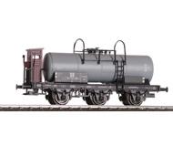 модель Железнодорожные модели 18316-1 Трёхосная цистерна с тормозной будкой m.Br.hs. Принадлежность DR. Эпоха III. Производство LILIPUT. Артикул по каталогу LILIPUT L235483. Новая, в коробке.
