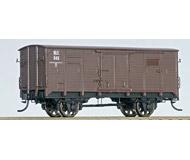 модель Железнодорожные модели 18798-2 Двухосный товарный вагон Российской империи, №145. Вагон изготовлен на базе корпуса вагона PIKO с полным удалением первоначальной краски и заново окрашен в соответствии с прототипом. Установлены спицованные колесные пары, сцепки - аналог Kadee, установлены и окрашены в цвет вагона металлические поручни. Надписи выполнены с помощью декалей. В связи с особенностями производства, данная модель вагона существует в единственном экземпляре. Новый, некатанный.