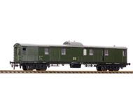модель Horston 19915-40 Комиссионная модель. Четырёхосный багажный вагон #621 - 038. Стандартные сцепки с накидной петлей. Металлические колесные пары. Установлено освещение (аналоговое). Производство SCHICHT (ГДР). В коробке. Начало производств модели - 1964 год