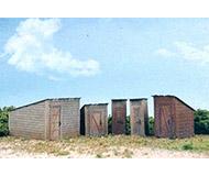 модель Horston 20195-1  Комплект для сборки  пяти дворовых построек (сараи, туалеты, хоз блоки и т.п.). Lasercut - модель из тонкой фанеры,  нуждается в дополнительно окраске (для окраски можно использовать маркеры). Производство WALTHERS, артикул по каталогу WALTHERS 933-2887. Новый набор, в упаковке.