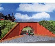 модель Vollmer 42514 Brick Underpass w/Wing Walls -- Набор для сборки. Размер  30 x 6.3 x 8см.