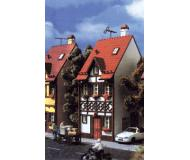 модель Vollmer 43672   Набор для сборки деревянно-кирпичного дома  Bahnhofstrasse 15. Размер  5.2 x 8.3 x 13.3 см.