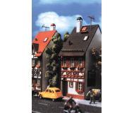 модель Vollmer 43673   Набор для сборки деревянно-кирпичного дома  Bahnhofstrasse 17. Размер  5.2 x 8.3 x 13.3 см.