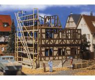 модель Vollmer 43689  Набор для сборки House under Construction. 120 x 115 x 110 мм.
