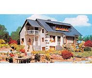 модель Vollmer 43711  Набор для сборки house aside the lake. Размер  19.5 x 12 x 8.5 см.