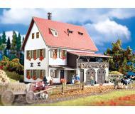 модель Vollmer 43721  Набор для сборки farm house with barn. Размер  17 x 12 x 12 см.