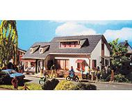 модель Vollmer 43723  Набор для сборки dwelling house with shop. Размер  17.5 x 11 x 7.5 см.