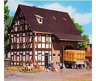 модель Vollmer 43731  Набор для сборки farm house with barn. Размер  12.5 x 7 x 12 см.