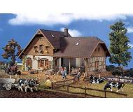 модель Vollmer 43744  Набор для сборки farm with shed. Размер  21 x 12.5 x 12 см.