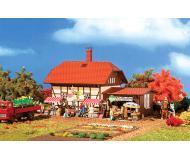 модель Vollmer 43951 Organic Farm Shop - Набор для сборки.(Organic Plastic) -- Includes Stands, Umbrellas & More. Размер  15.5 x 11 x 10.8см.