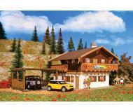 модель Vollmer 43961 Pension Bioland Alpine Inn - Набор для сборки.(Organic Plastic). Размер  17.5 x 12 x 8.2см.