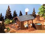 модель Vollmer 45146 Wood Sauna w/Hot Tub & Outhouse - Набор для сборки. Размер сауны  9 x 6.5 x 6.5см.