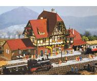 модель Vollmer 47522   Набор для сборки железнодорожной станции Neuffen. 27 x 10 x 12 см.