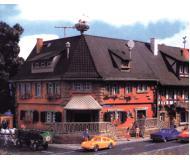 модель Vollmer 47630  Набор для сборки corner house Marktstrasse 2. Размер  10.2 x 10.2 x 10.8 см.
