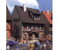 модель Vollmer 47632  Набор для сборки house with antique shop Marktstrasse 4. Размер  8 x 6.6 x 10. 2 см.