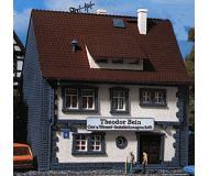 модель Vollmer 47647  Набор для сборки house with installation business. Размер  7.8 x 6.5 x 8.4 см.