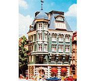 модель Vollmer 47651  Набор для сборки town house with bank. Размер  8.8 x 7.6 x 17.3 см.