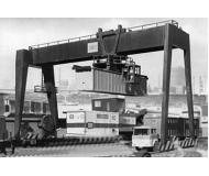 модель Vollmer 47905  Набор для сборки container crane. Размер  16.5 x 6.3 x 8 см.